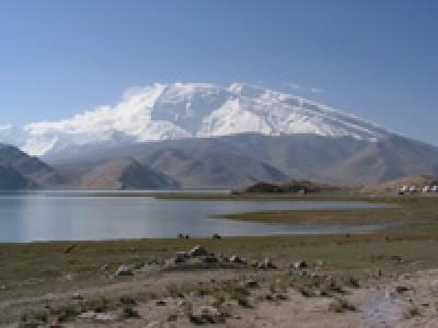 Озеро Каракуль и пик Музтагата