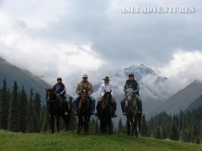 лошади на Алтын-Арашан