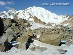 Mayakovskiy Peak (6096 m)