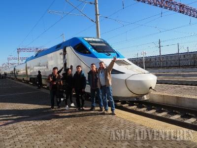 Поезд Афросиаб Локомотив