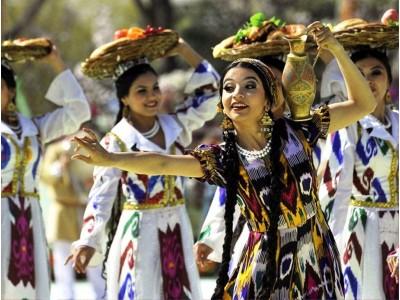 танцовщица фольклорный фестиваль