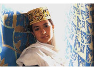 Девушка в национальном головном уборе, Ташкент, Узбекистан