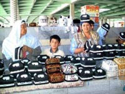 Продавцы тюбетеек (узбекский головной убор), Самарканд, Узбекистан
