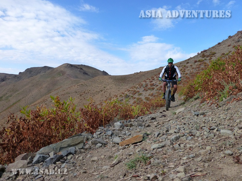 Mountain biking to Pulatkhan Plateau